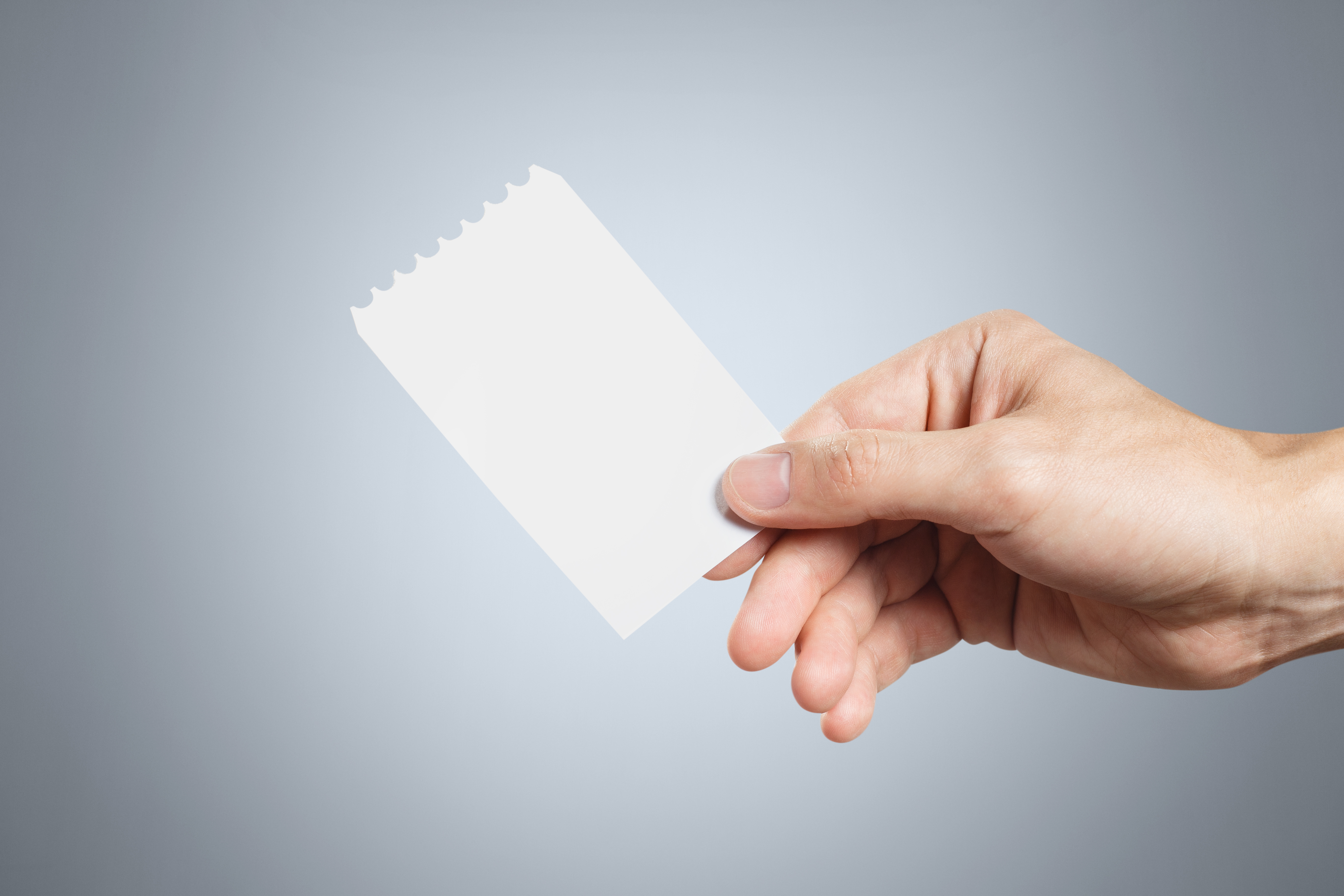 白紙の領収書を渡すと